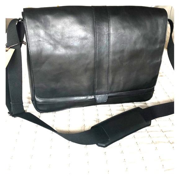 COLE HAAN SAUNDERS MEN/'S BLACK LEATHER MESSENGER BRIEFCASE BUSINESS BAG